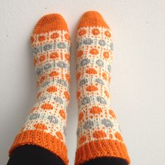 Marjut Sexy Socks, Mittens, Diy And Crafts, Clever, Knitting, Sexy Stockings, Fingerless Mitts, Tricot, Breien