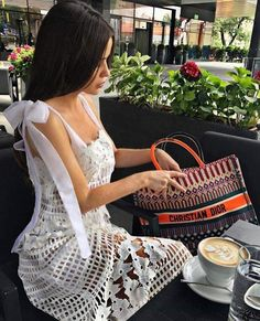 Stylish Dresses, Fashion Dresses, Mode Rose, Coffee Girl, Elegant Outfit, Elegant Woman, Classy Outfits, Lace Dress, Vogue