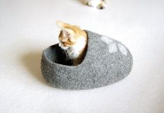 Pet bed - Cat bed - Cat cave - puppy bed - cat house - pet furniture - Custom gray hand-felted eco friendly cat bed S M L size handmade Puppy Beds, Pet Beds, Dog Bed, Cat House Diy, Cat Cave, Super Cat, Pet Furniture, Cat Sleeping, Black Bedding