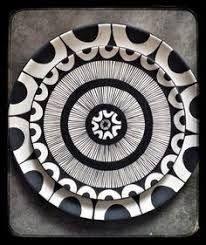 Plate circles black and white Ceramic Clay, Ceramic Painting, Ceramic Pottery, Pottery Art, Pottery Painting Designs, Pottery Designs, Clay Plates, Ceramic Plates, Ethno Design