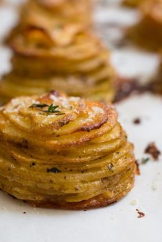 Parmesan Thyme Potato Stacks ( yukon gold, butter, parm, thyme, s&p)… Potato Dishes, Vegetable Dishes, Food Dishes, Side Dishes, I Love Food, Good Food, Yummy Food, Tasty, Great Recipes