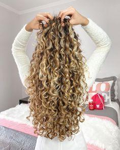 Honey Brown Hair, Blonde Curly Hair, Dream Hair, Cut And Color, Nails Inspiration, Hair Hacks, Hair Type, Hair And Nails, Curls