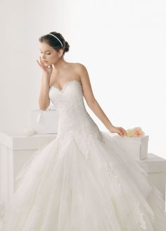 Beautiful Ballgown Tulle Sweetheart Neckline Appliques Chapel Train Wedding Dress