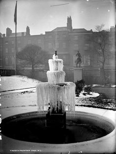 A frozen fountain in Dublin in the early Temperatures in Ireland dropped to below zero at the end of 1913 Dublin Street, Dublin City, Dublin Ireland, Beautiful Gifts, Winter Christmas, Old Photos, Fountain, Molly Malone, Zero