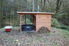 t i n y g o g o : Doug and Erin& wood-fired hot tub revised, now with sauna! Diy Sauna, Outdoor Sauna, Outdoor Baths, Outdoor Decor, Homemade Sauna, Sauna House, Sauna Room, Sauna Design, Design Design