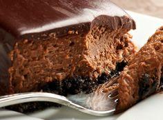 Τάρτα σοκολάτας με τα αγαπημένα μας μπισκότα oreo, με υπέροχη μους σοκολάτας γάλακτος, και κουβερτούρα γάλακτος, και από πάνω γκανάζ σοκολάτας, με μέλι και