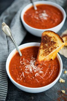 Smoky Tomato Soup-The Combination Of Fire Roasted Tomatoes, Roasted Red Peppers, And Smoked Paprika Kick The Classic Tomato Soup Up A Notch. Serve With A Grilled Cheese Sandwich For The Perfect Comforting Meal! Roasted Tomato Basil Soup, Fire Roasted Tomatoes, Roasted Red Peppers, Best Soup Recipes, Tomato Soup Recipes, Favorite Recipes, Easy Recipes, Delicious Recipes, Chicken Recipes