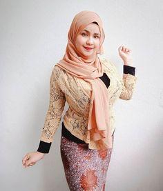 No more fake account 💯 ( Beautiful Hijab, Beautiful Asian Girls, Beautiful Flowers, Scarlett Johansson Hairstyle, Model Kebaya, Batik Kebaya, Muslim Women Fashion, Muslim Hijab, Fashion Photography Poses