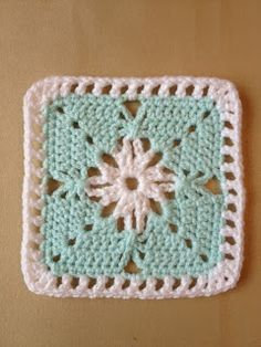 365 Granny Squares Project: Simple effect using chain stitch. : 365 Granny Squares Project: Simple effect using chain stitch…. Crochet Motifs, Crochet Blocks, Granny Square Crochet Pattern, Crochet Squares, Crochet Granny, Crochet Stitches, Granny Squares, Heart Granny Square, Crochet Blankets