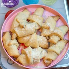 Cornulete fragede cu miere / Tender honey rolls Crescents, Fruit Salad, Smoothie, Gem, Goodies, Food, Kitchens, Sweet Like Candy, Half Moons