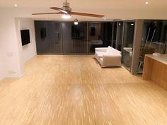 Parquet Industrial de roble Aceitado Industrial, Garage Doors, Outdoor Decor, Home Decor, Wood, Wood Flooring, Oak Tree, Decoration Home, Room Decor