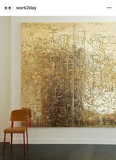 Rudolf Stingel Untitled and a Jean Prouvé chair Contemporary Abstract Art, Modern Art, Art Feuille D'or, Rudolf Stingel, Gold Leaf Art, Turbulence Deco, Off The Wall, Painting Inspiration, Diy Art
