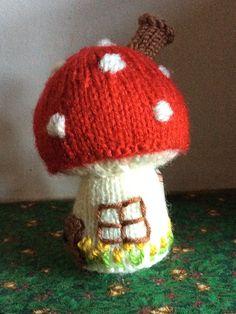 Toadstool house pattern by Sachiyo Ishii Knit Crochet, Crochet Hats, Simple Embroidery, Knitted Animals, Knits, Woodland, Free Pattern, Patterns, Knitting