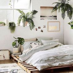 Minimal natural bedroom decor