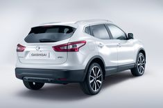 Nissan Qashqai Photos and Specs. Photo: Qashqai Nissan auto and 21 perfect photos of Nissan Qashqai My Dream Car, Dream Cars, Renault Nissan, Nissan Auto, Parking Solutions, New Nissan, Nissan Qashqai, Expensive Cars, Autos