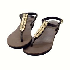 Sseko Designs' Mojave T-Strap Sandals...interchangeable accents to mix up your look! #ethicalfashion