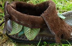 Three Leaf Inca Moccasin Hand Stitched Soft Bullhide Leather Upper With A Durable VIBRAM Sole / Lord of the Ring Shoes Pixie Fairy Elf LARP    $275.00