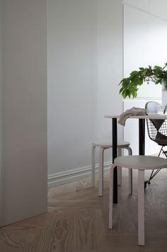 Slik dekker du et vakkert til familie og venner Decor, Table, Inspiration, Interior Inspiration, Furniture, Interior, Home Decor, Dining, Dining Table