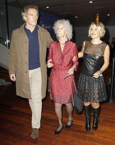 La Duquesa de Alba pide su deseo más solidario junto a su marido y su hija