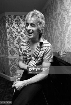 Mick Ronson just joined Mott the Hoople 1975 Ian Hunter, Mott The Hoople, Kingston Upon Hull, Mick Ronson, Best Guitarist, Space Girl, Platinum Hair, Jimmy Page, Best Rock