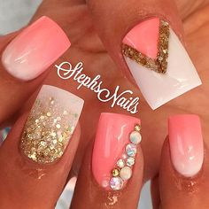 Dimonds Nails : Except for the middle finger this is cute! Coral Nails Gold, White Nails, Coral Acrylic Nails, Prom Nails, Bling Nails, Diy Nails, Uñas Color Coral, Diamond Nails, Super Nails