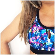 Take a plunge in the summer's must-have Reef Print!  @boubooule shows off its vibrant colours in the Silvia sports bra. All eyes on her! #sportsbras #workoutclothes