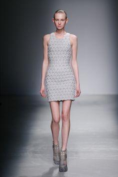 Iris van Herpen Fall 2015 Ready-to-Wear Collection Photos - Vogue Bd Fashion, Fashion Images, Fashion Week, High Fashion, Fashion Show, Womens Fashion, Fashion Design, Fashion 2015, Fashion Details