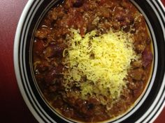 This chili turned out great. It has wonderful flavor and a little kick to it, but nothing out of control. Here is what you will need: Ground Venison 2 Cans Dark Kidney Beans 1 Can Black Bean… Deer Recipes, Chili Recipes, Crockpot Recipes, Cooking Recipes, Game Recipes, Vegan Recipes, Ground Venison Recipes, Venison Chili, Beef