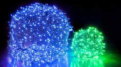 How to make wildly popular Christmas light balls! Using chicken wire and string lights, you can add DIY light balls to your outdoor Christmas decorations! Diy Christmas Lights, Diy Christmas Decorations Easy, Christmas Yard, Noel Christmas, Christmas Balls, Christmas Projects, Winter Christmas, Christmas Crafts, Halloween Yard Decorations