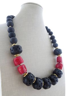 Red coral necklace, black wooden necklace, chunky necklace, big bold necklace, beaded necklace, modern jewelry, ethnic jewelry, gioielli Stunning necklace with red coral, black carved wooden beads, black onyx and lava. Très chic ! Necklace length: 21.7 inches - 55 cm Gold tone