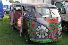 painted hippie bus, flowers yin yang and all of the Australian persuasion (from VW combi site)