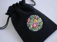 いいね!1,071件、コメント3件 ― yulaさん(@yula_handmade_2008)のInstagramアカウント: 「* . Flower embroidery pouch . .…」