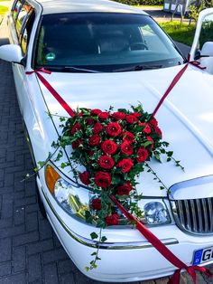 Wedding Car Decoration With Ribbon And Red Roses Hochzeitsauto-Dekoration mit Band und roten Rosen Wedding Car Decorations, Flower Decorations, Bridal Car, Wedding Flower Arrangements, Amazing Flowers, Event Planning, Red Roses, Marriage, Ribbon