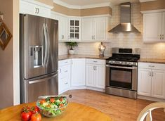best kitchen paint colors with white cabinets – Kitchen cabinets Off White Cabinets, Antique White Cabinets, Green Kitchen Cabinets, Kitchen Appliances, Best Wall Colors, Best Kitchen Colors, Kitchen Paint Colors, Kitchen Cabinet Inspiration, Kitchen Ideas