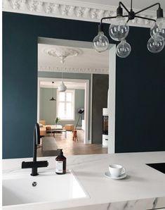 Mørkeblå stue Home Panel, Nordic Design, Danish Design, Scandinavian Style, Interior And Exterior, Kitchen Dining, New Homes, Lounge, Living Room