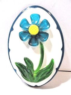 VINTAGE RESIN WHITE WALL PLAQUE FLOWER BLUE DAISY MIDCENTURY 1969 NEW TRENDS IND Hippie Flowers, Blue Daisy, Wall Plaques, New Trends, Resin, Mid Century, Toys, Vintage, Color