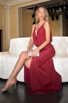 POWERLOOK- Aluguel de Vestidos Online- Vestido Francesca longo com fenda frontal e quadril marcado Maddie - vinho Aqui você encontra o look perfeito para o seu evento! Alugue, arrase e devolva!  ;D    #lookfesta #lookcasamento #lookmadrinha #vestidocasamento #vestidofesta #vestidomadrinha #vestidovinho #vinho #powerlook #maddie #francesa #fenda #vestidofenda #malha #noite #casamentonoite #dresswine #dressparty #party #night  #vestidolongo #longo