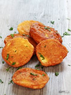 3-Ingredient Parmesan Puffs— grain-free, low carb snack or appetizer. Delicious dipped in marinara! | thehappytulip.com