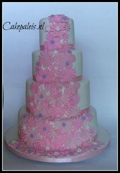 bruidstaart bloemen waterval roze wit paars bloemenaanzicht