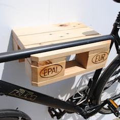 Modern by irekholzart, modern wood wood effect Bike Wall Mount, Bike Shelf, Bike Rack, Diy And Crafts, Wood Wood, Household, Shed, Bicycle, Interior Design