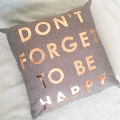 Pillow - 'Don't forget to be happy'
