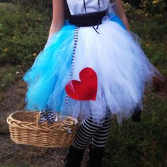 DIY Alice In Wonderland costume pouf tutu by Isabelle
