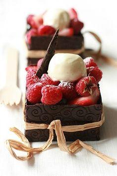 Raspberries & Chocolate Cakes...<3