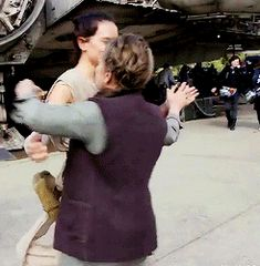 Daisy Ridley and Carrie Fisher dancing on the set of the Force Awakens