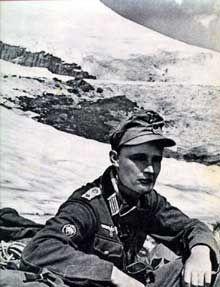 23 août 1943 : chasseur allemand au sommet du Caucase, le mont Elbrouz - pin by Paolo Marzioli