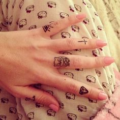 Love all these hand tattoos!