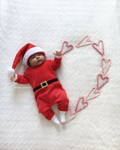 Newborn Christmas Pictures, First Christmas Photos, Christmas Baby, Xmas, Babies First Christmas, Christmas 2019, Kind Photo, Baby Shooting, Baby Boutique Clothing