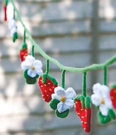 Strawberry Fields knitted bunting -- cute idea for crochet! Knitted Bunting, Crochet Garland, Crochet Decoration, Crochet Home, Love Crochet, Diy Crochet, Crochet Crafts, Crochet Baby, Knitting Patterns Free