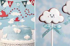 Bolo, docinhos, cookies, convites e lembrancinhas com tema nuvem fazem parte da nossa seleção especial para decorar a festinha