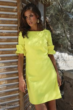The one dress you need to buy this summer - yellow dress summer trend Stylish Dresses, Casual Dresses, Short Dresses, Fashion Dresses, Nice Dresses, Yellow Dress Summer, Summer Dresses, Dinner Wear, Casual Chique